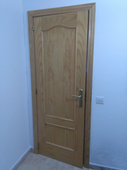 Puerta color pino en llucmajor anunciabalear for Puertas color pino
