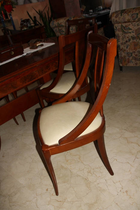 Vendo mesa de comedor de raiz y seis sillas en calvi for Vendo sillas comedor